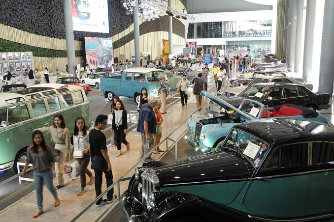 Vintage car contest And classic cars in the year 2019picc